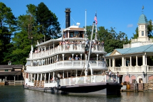 Liberty_Square_Riverboat