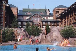 Wilderness Lodge - Pool View