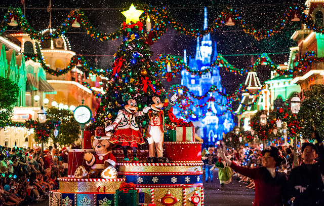 Walt Disney World Posts Entertainment Line-Up and Schedules for Mickey's Very Merry Christmas Party