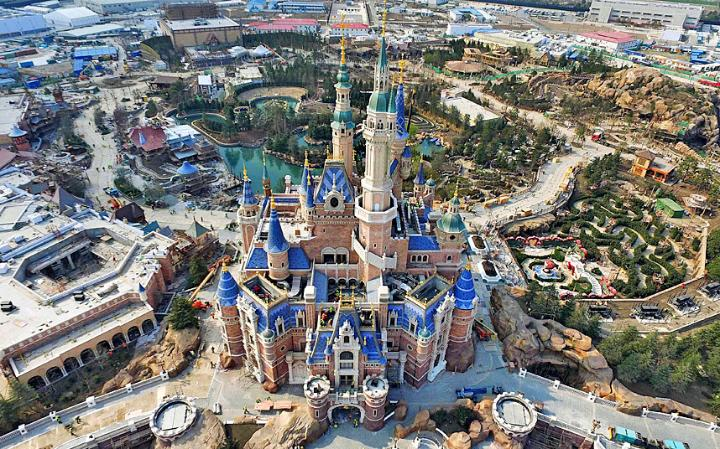 Shanghai Releases Etiquette Guide for Disneyland Visitors