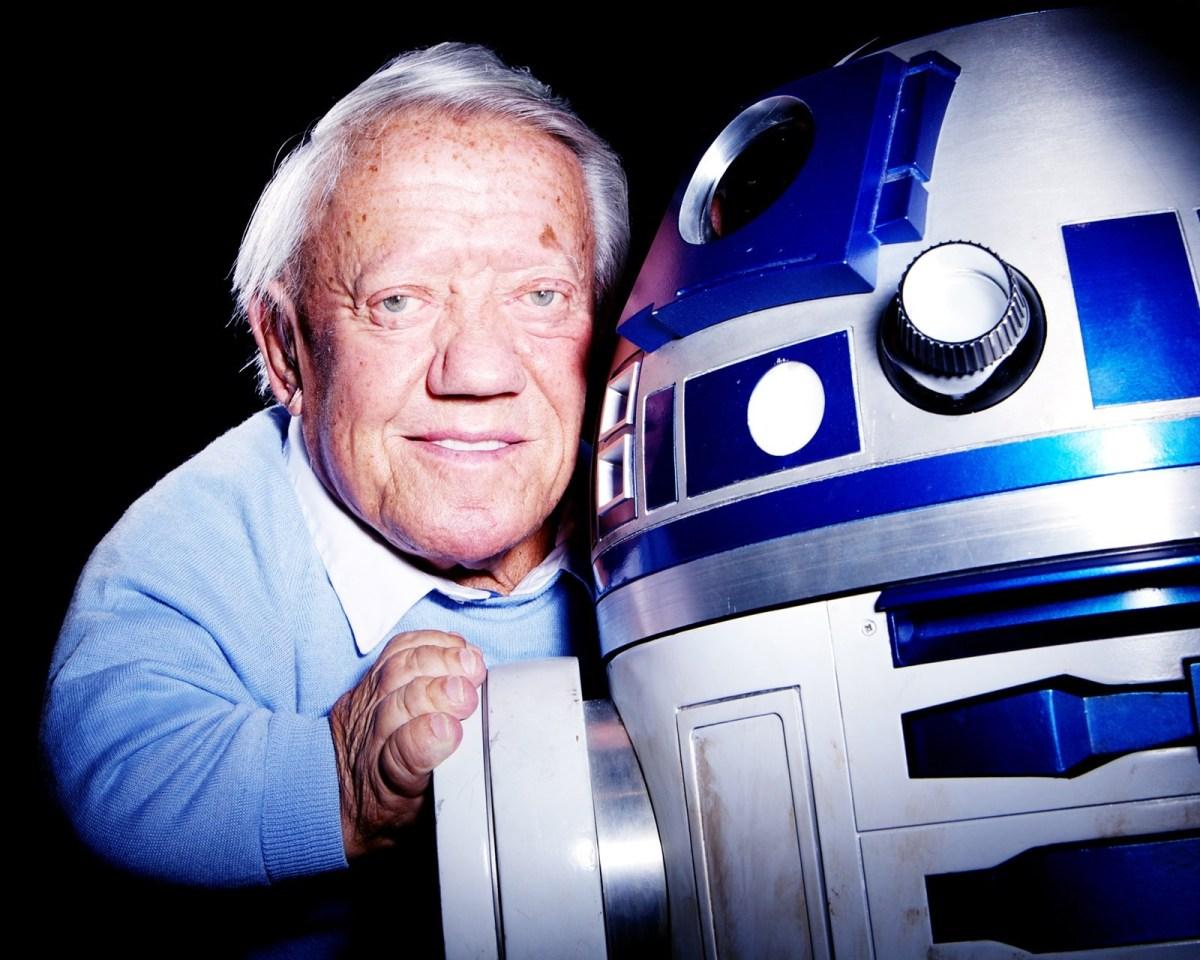 Kenny Baker, Actor Behind R2-D2 Dies at Age81