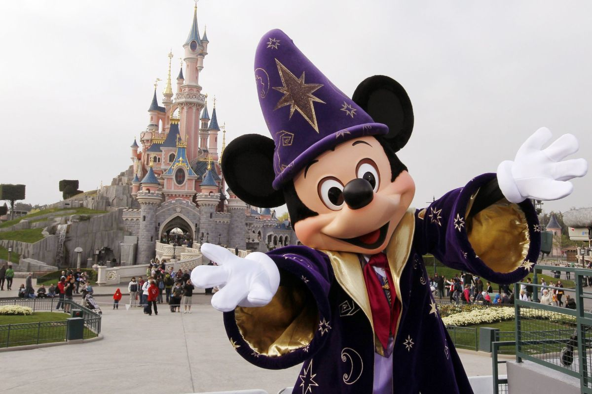 Disney Increases Stake in Disneyland Paris, Offers to BuyRest